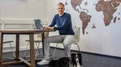 Tractive Ceo Michael Hurnaus mit Hund